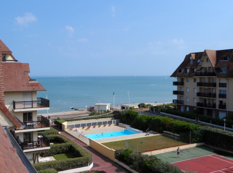 La residence les normandieres a cabourg locations de for Piscine cabourg
